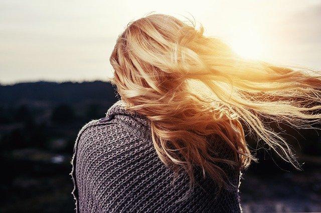 jak naprawić zniszczone włosy